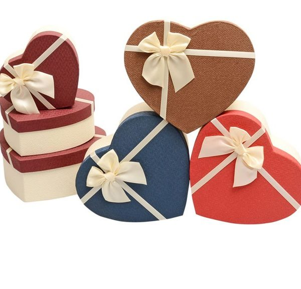 recycled-material-heart-shaped-flower-box-02